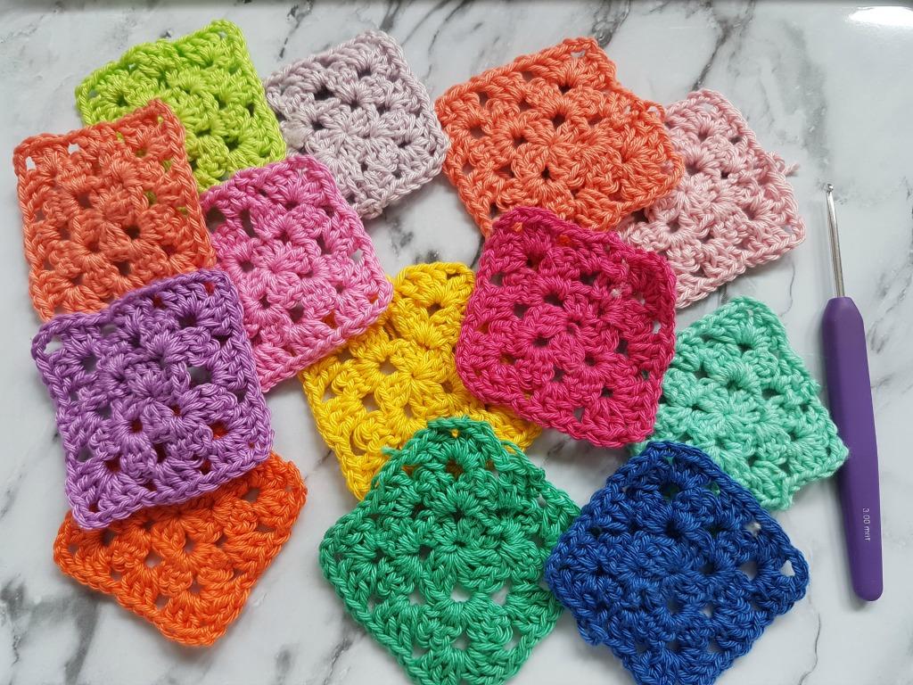 Granny squares aan elkaar maken